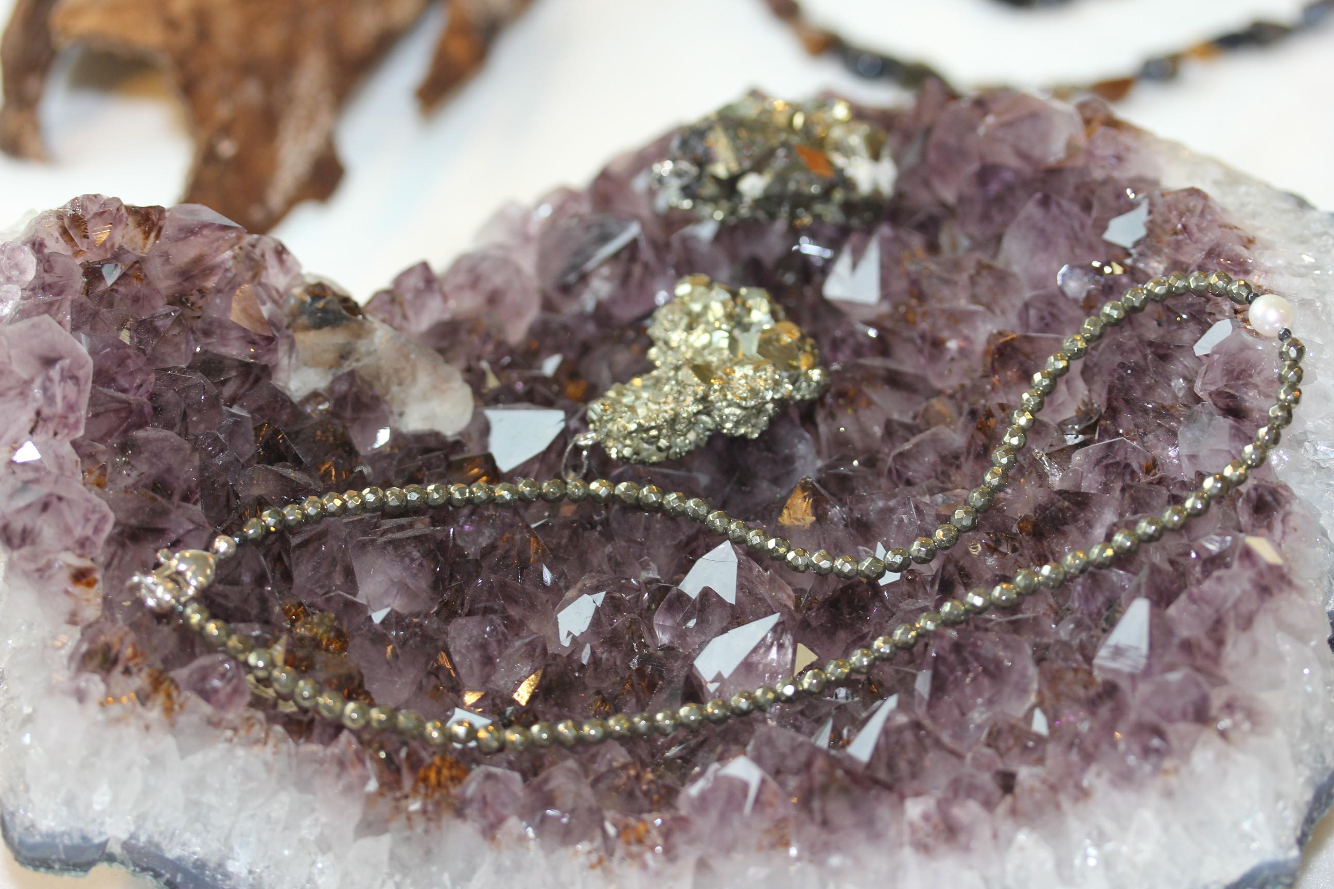 pyrit-auf-amethyst-1